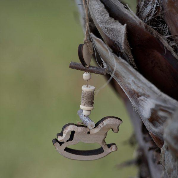 μπομπονιέρα βάπτισης κρεμαστό ξύλινο αλογάκι