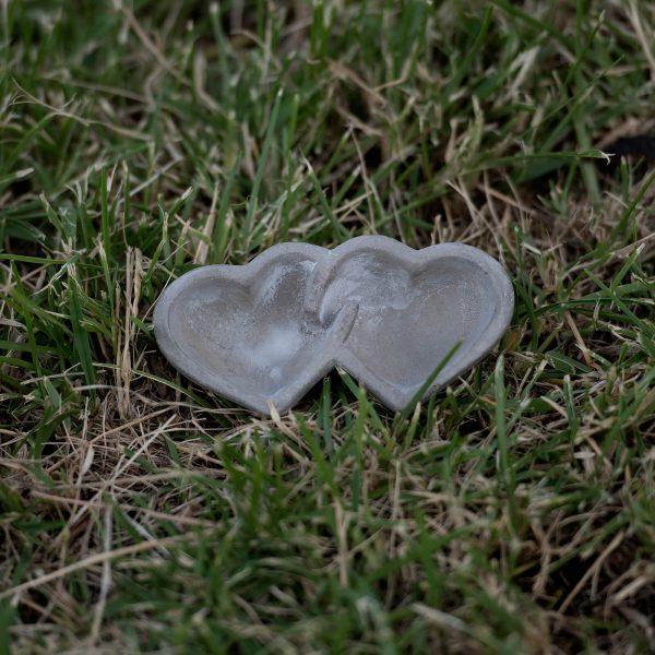 Μπομπονιέρα πέτρινη διπλή καρδιά κηροπήγιο