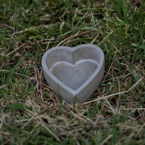 Μπομπονιέρα πέτρινη καρδιά κηροπήγιο